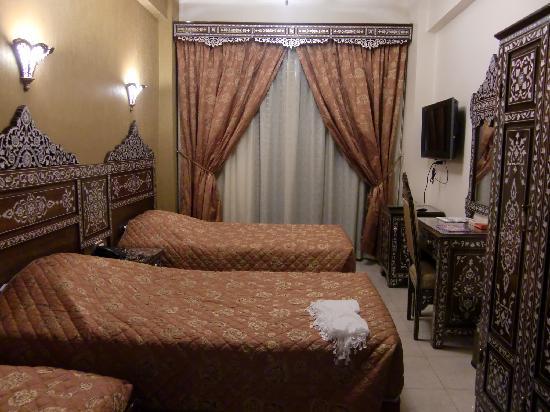 Al-Madinah / City Hotel: amplia habitación