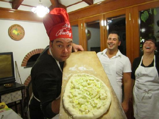Villa Adriana Guesthouse Sorrento: Pizza ready to go into the oven
