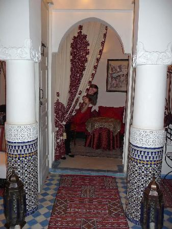 Riad Dollar Des Sables: Entrance to Cosy area