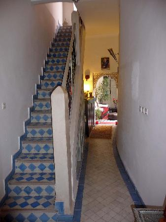 Riad Dollar Des Sables: Stairs up to Rooms