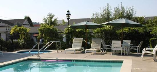 Grass Valley Courtyard Suites: Secluded Outdoor Pool