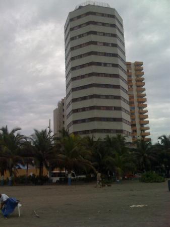 Hotel Dorado Plaza: No se deje engañar por este hotel