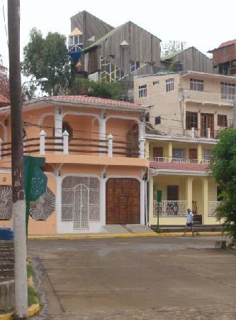 Casa Oro Eco Hostel: buildings in town