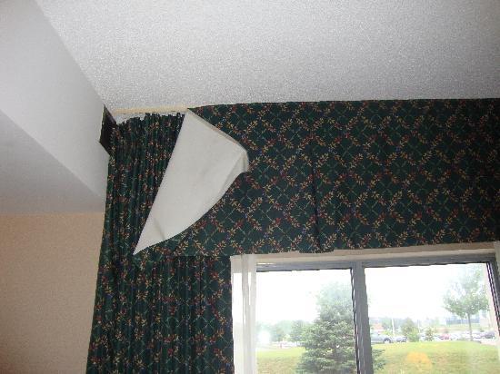 Quality Suites Quebec City : Falling Curtain
