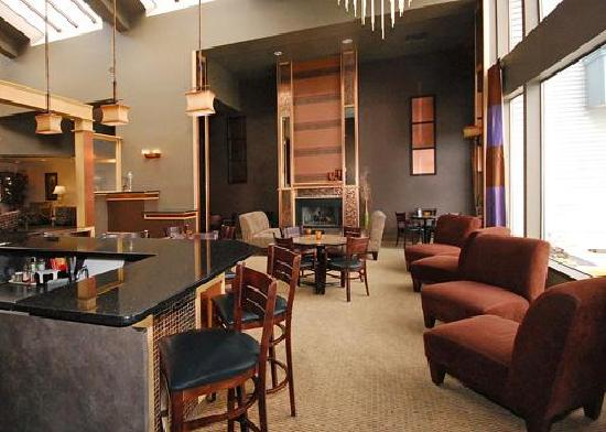 Quality Inn & Suites Conference Center: The Q Lounge for your relaxation