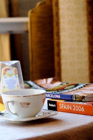 Casa de Billy Barcelona: lending library and a cup of tea