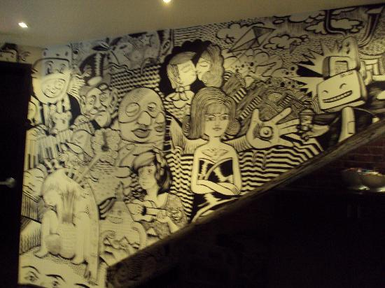 Le Petit Hotel: Mural in the lobby