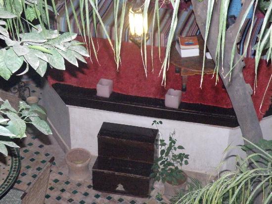 Riad Aguerzame: patio interior