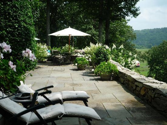 Hidden Valley Bed & Breakfast: Terrace