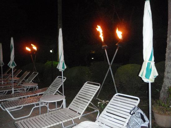 Inn Seiryuso : 夜のプールサイド