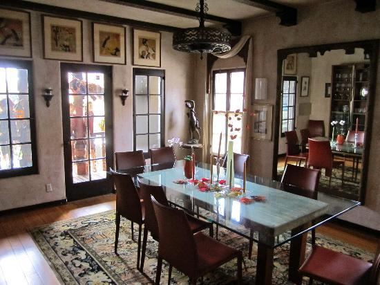 Buky House Bed & Breakfast: Beautifully decorated.