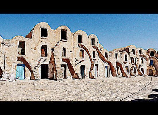 Tataouine, Tunisia: Il Ksour e le Gorfas di tataounie