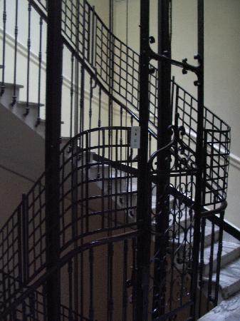 Grand Hotel Regina: LA CAGE D ASCENCEUR