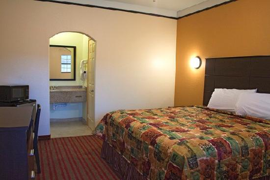 Americas Best Value Inn & Suites - San Benito / Harlingen: Single King Size Bed
