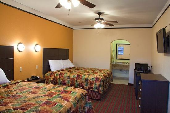 Americas Best Value Inn & Suites - San Benito / Harlingen: Double King Size Beds