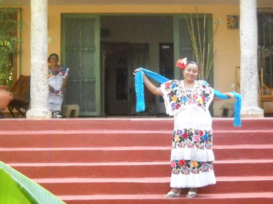 Casa Hamaca Guesthouse: Mari greeting guests