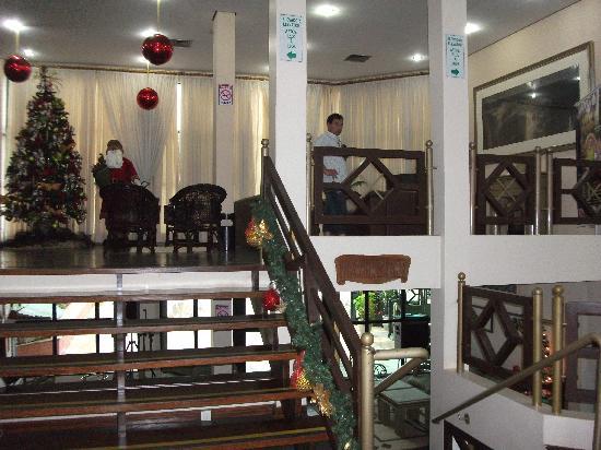 Turrance Green Hotel: entrada del hotel