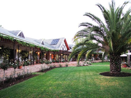 Hlangana Lodge: The main wing [ gardenside ]
