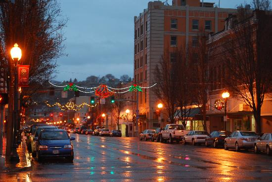 เพนเดิลตัน, ออริกอน: The holiday season brings out the festive in Historic Downtown Pendleton.