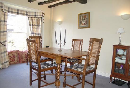 Vine Cottage B&B: dining room