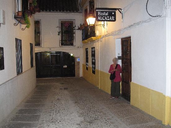 Hostal Alcazar : Le wifi le soir sur un ipod quand la porte de l'hôtel est fermée