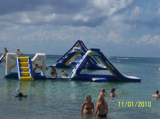 Paradise Beach: Some of the water attractions