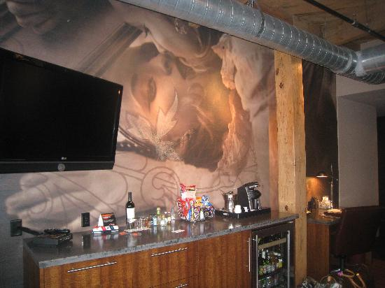 wall mural bar and flat screen tv picture of iron horse. Black Bedroom Furniture Sets. Home Design Ideas