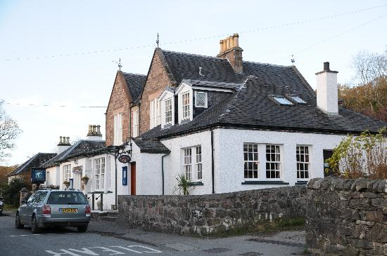Plockton Inn: Front of the inn, no real view.