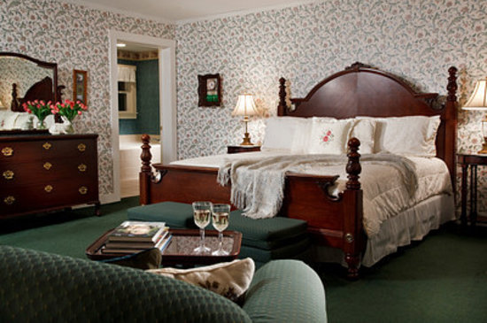Brook Farm Inn: King Beds in the Carriage House