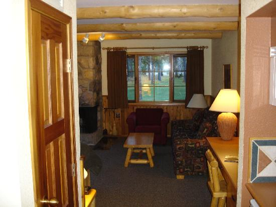 Alpine Village Cabin Resort - Jasper: Room
