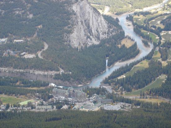 Banff Gondola: Zoom in on the Fairmont
