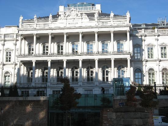 Palais Coburg Hotel Residenz: The Palais Coburg Entrance