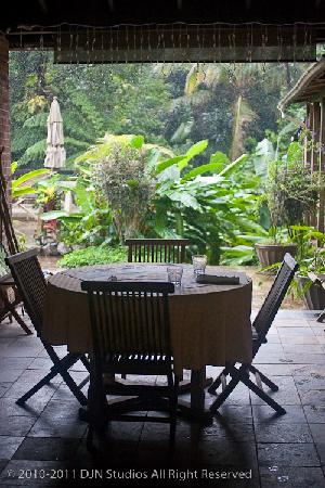 Rainforest Inn: Breakfast Nook