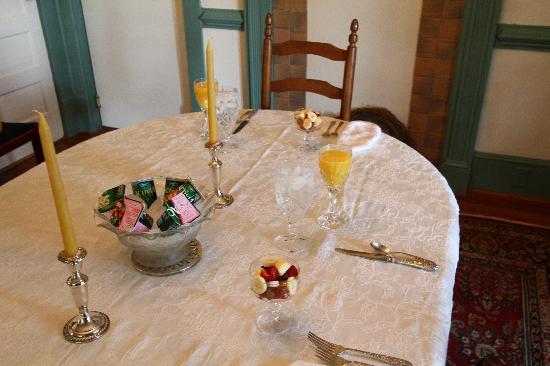 Fincastle Vineyard & Winery: Breakfast table