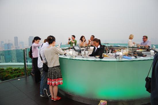 โรงแรมเลอบัว สเตททาว์เวอร์: The Sirocco Sky Bar.