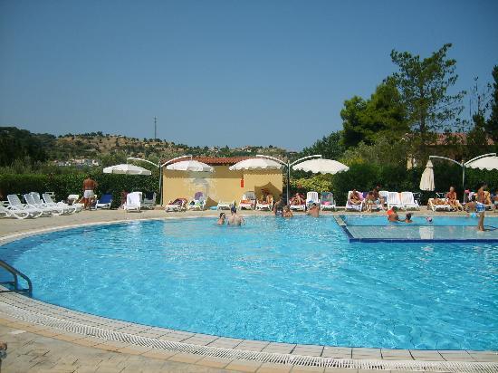 Piscina foto di villaggio club green garden briatico - Green garden piscina ...