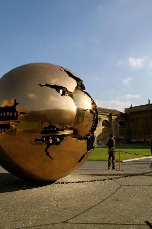 Eden Walks : Modern (and completely out of place) sculpture at the Vatican