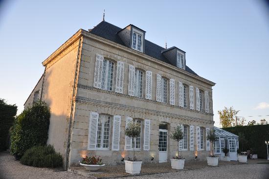 Hotel Chateau Beau Jardin: Chateau in Sunset