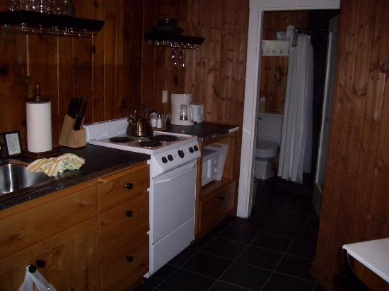 The Inn at Arch Cape: Our kitchen and entrance to bathroom