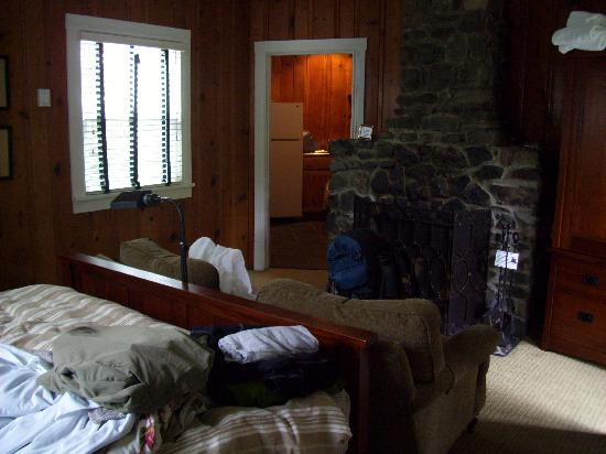 The Inn at Arch Cape: bed / living area