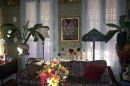 Fairlawn Inn: Victorian Sitting Room