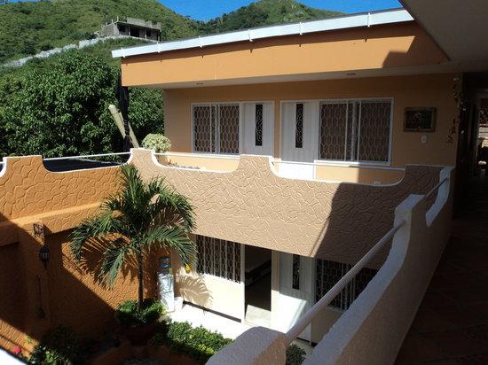 Hotel Casa D'mer Taganga: Corredores y patio