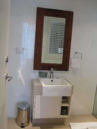 Apartments Inn, Byron Bay: bathroom sink