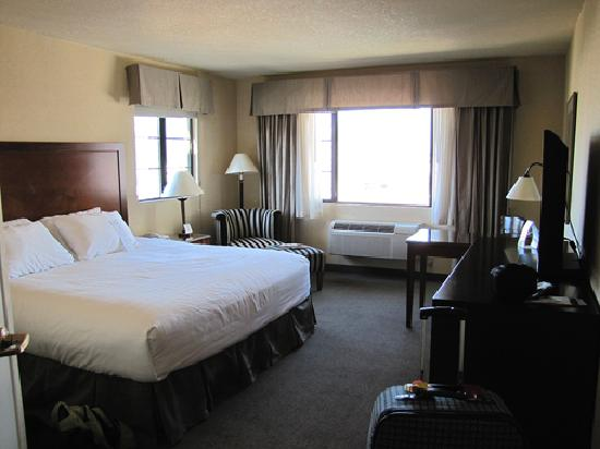 Paramount Hotel: An incredible, spacious room! I felt like a queen!