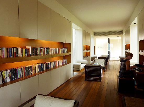 Amanwella : library, books, computer, internet