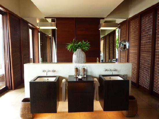 Amanwella: bathroom