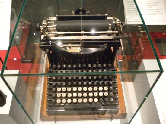 Einstein House (Einsteinhaus) : An old type writer