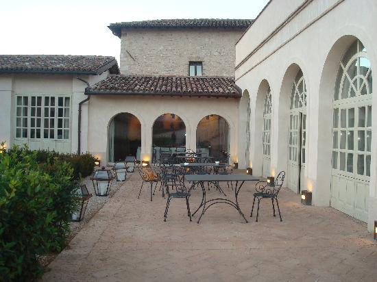 Giardino interno foto di palazzo seneca norcia - Giardino interno ...