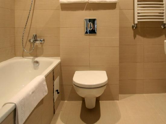 Algirdas City Hotels: Bathroom