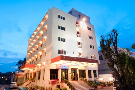 Hotel Atithi, Agra: MAIN BUILDING OF THE HOTEL